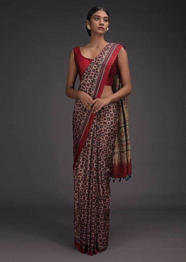 Beige Saree In Sateen With Red And Blue Block Printed Jaal Pattern Online - Kalki Fashion