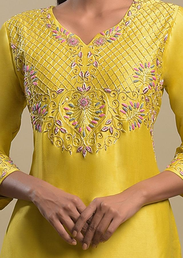Corn Yellow Tiered Skirt In Cotton With Checks And Floral Embroidered Short Kurti Online - Kalki Fashion