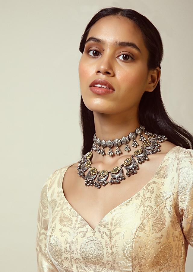 Cream Blouse In Brocade Silk With Woven Floral Motifs And Half Sleeves Online - Kalki Fashion