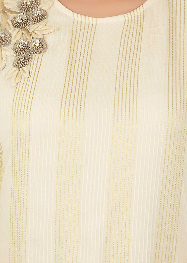 Cream Tunic In Georgette With Side Pleats And Thread Work And Embroidered Patch Online - Kalki Fashion