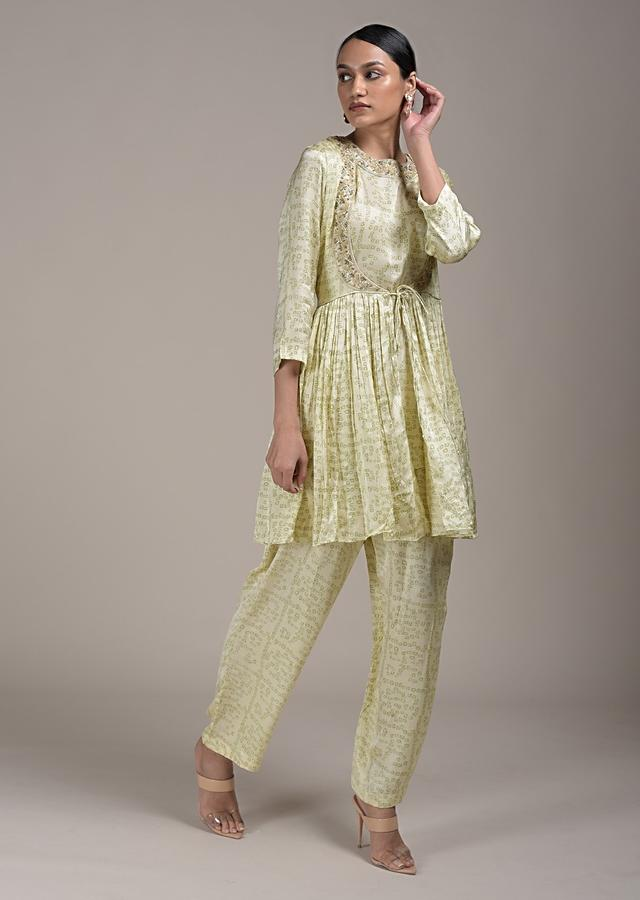 Cream Peplum Suit In Satin Blend With Bandhani Print All Over Online - Kalki Fashion