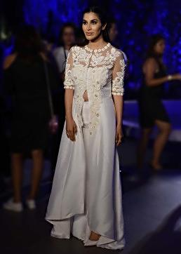 Sophie Choudry walks the ramp in Manish Malhotra Lakme Fashion week