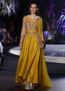Model walks the ramp in Manish Malhotra Lakme Fashion week