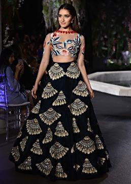 Shraddha Kapoor walks the ramp in Manish Malhotra Lakme Fashion week