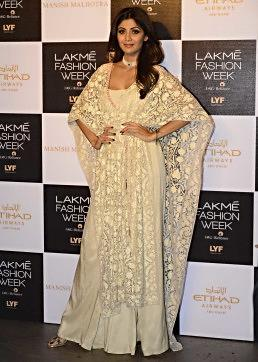 Shilpa Shetty walks the ramp in Manish Malhotra Lakme Fashion week