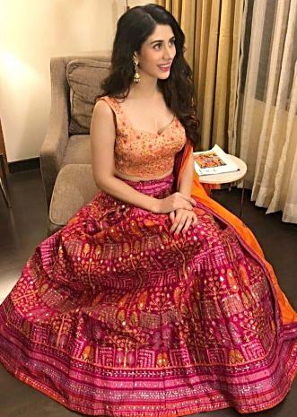 Warina Hussain in Kalki magenta lehenga and peach blouse