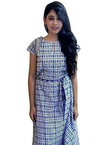 Niti Taylor in Kalki blue and white kurti with embroidered armhole