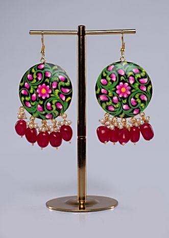 Shield-style-black-round-traditional-earring-in-hand-painting-460097