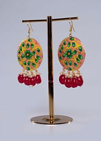 Shield-style-pink-round-traditional-earring-in-hand-painting-460098