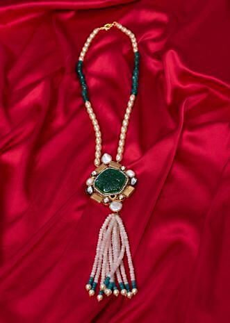 Tradition pearl and bead necklace with emerald green pendant