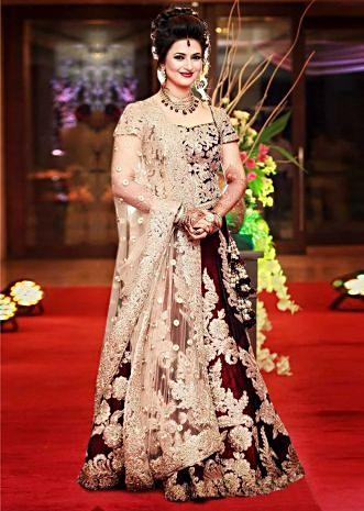 Divyanka Tripathi in kalki maroon lehenga at her reception