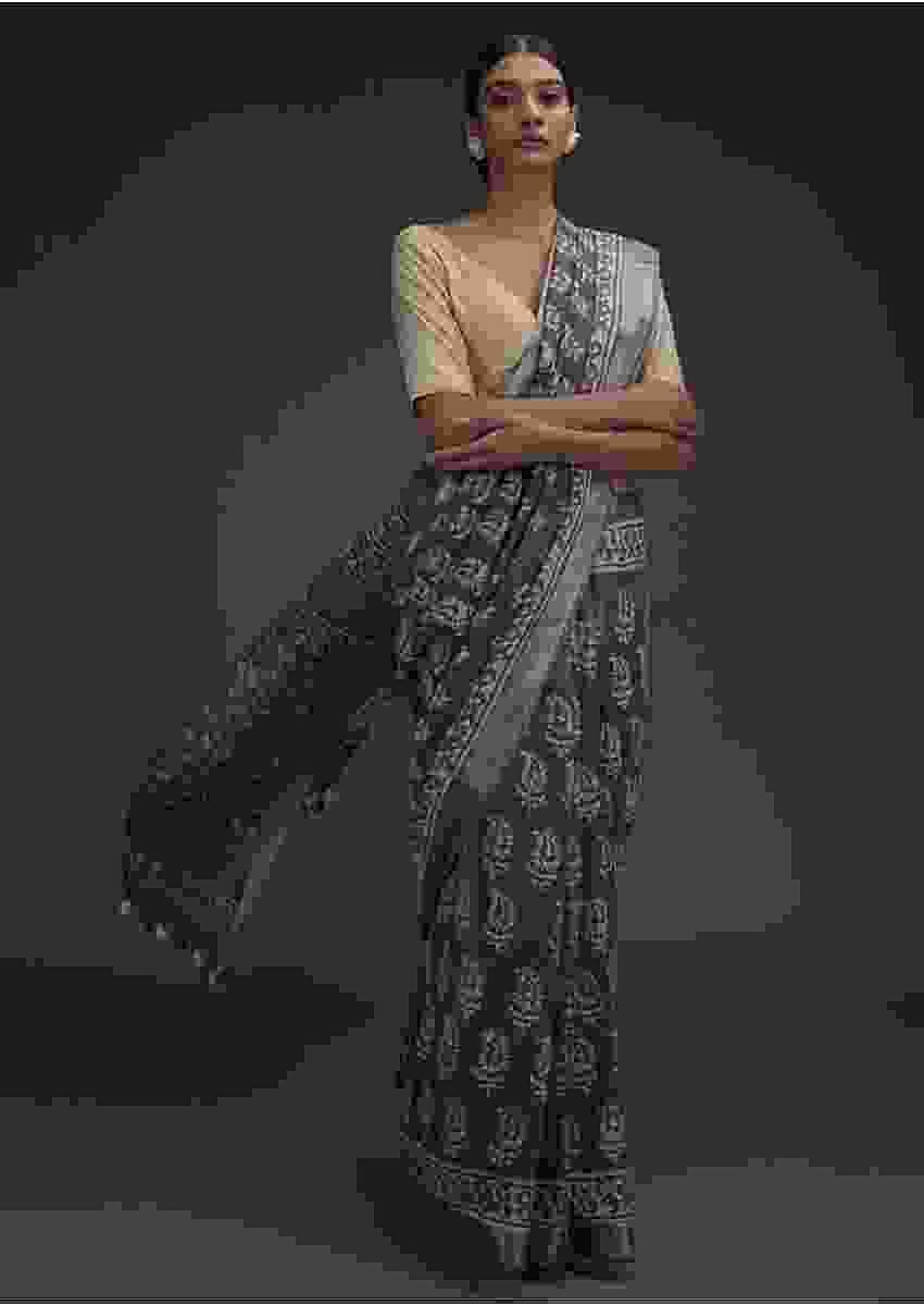 Ash Grey Saree In Linen With Batik Printed Buttis And Zari Weaved Border Online - Kalki Fashion
