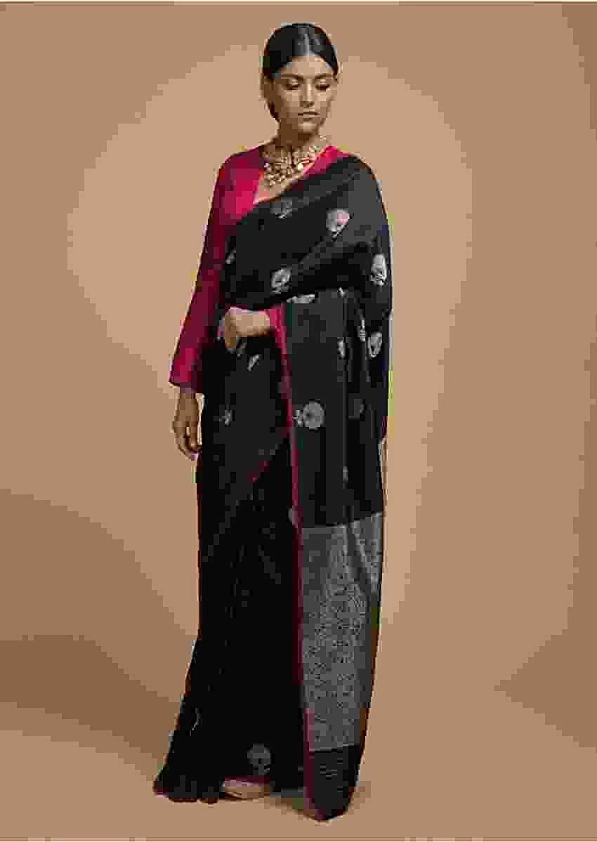 Black Pure Handloom Saree In Silk With Woven Floral Buttis And Jaal On The Pallu Online - Kalki Fashion