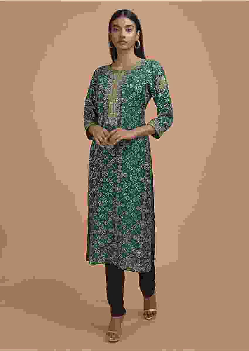 Bottle Green Long Kurti In Santoon With Bandhani Print All Over Online - Kalki Fashion