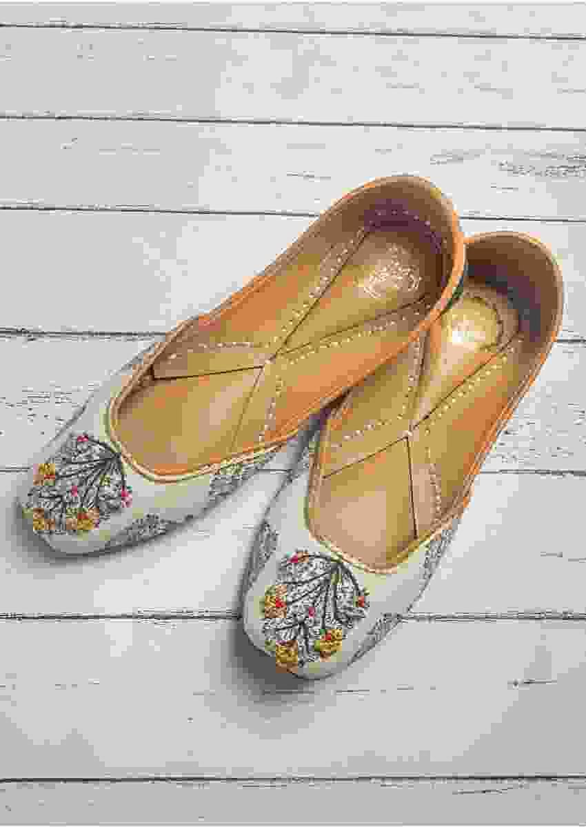 Daisy White Juttis In Cotton Satin Highlighted Buta With French Knot And Bead Work By Vareli Bafna
