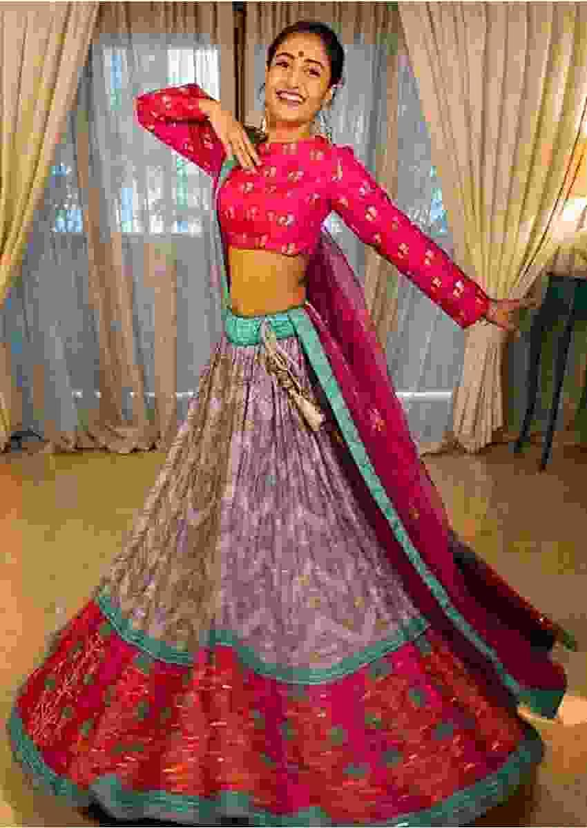 Dhanashree Verma In Kalki Grey And Pink Lehenga Choli In Silk With Bandhani Print And Floral Printed Border