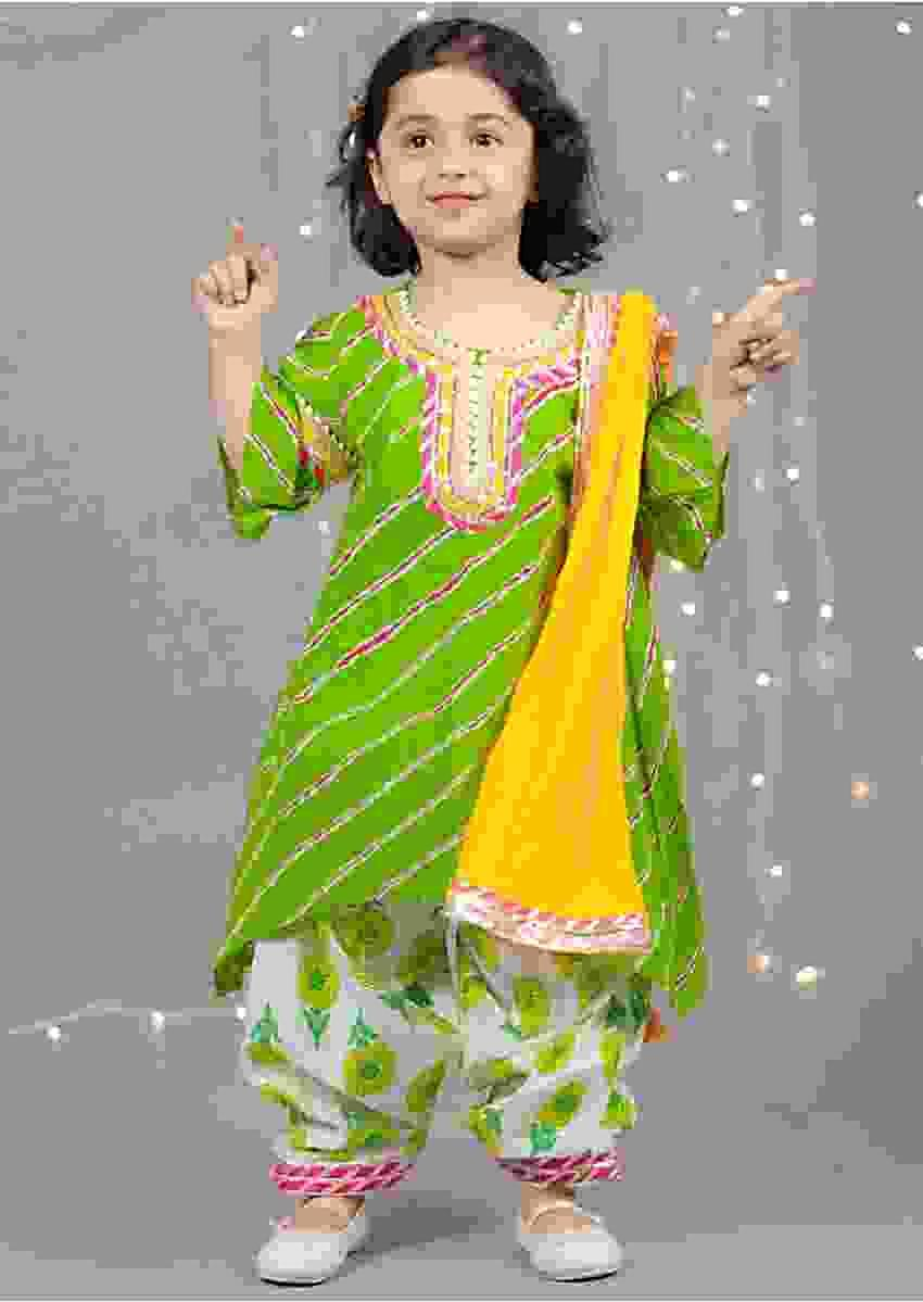 Green Kurti With Leheriya Print And Dhoti by Fayon Kids