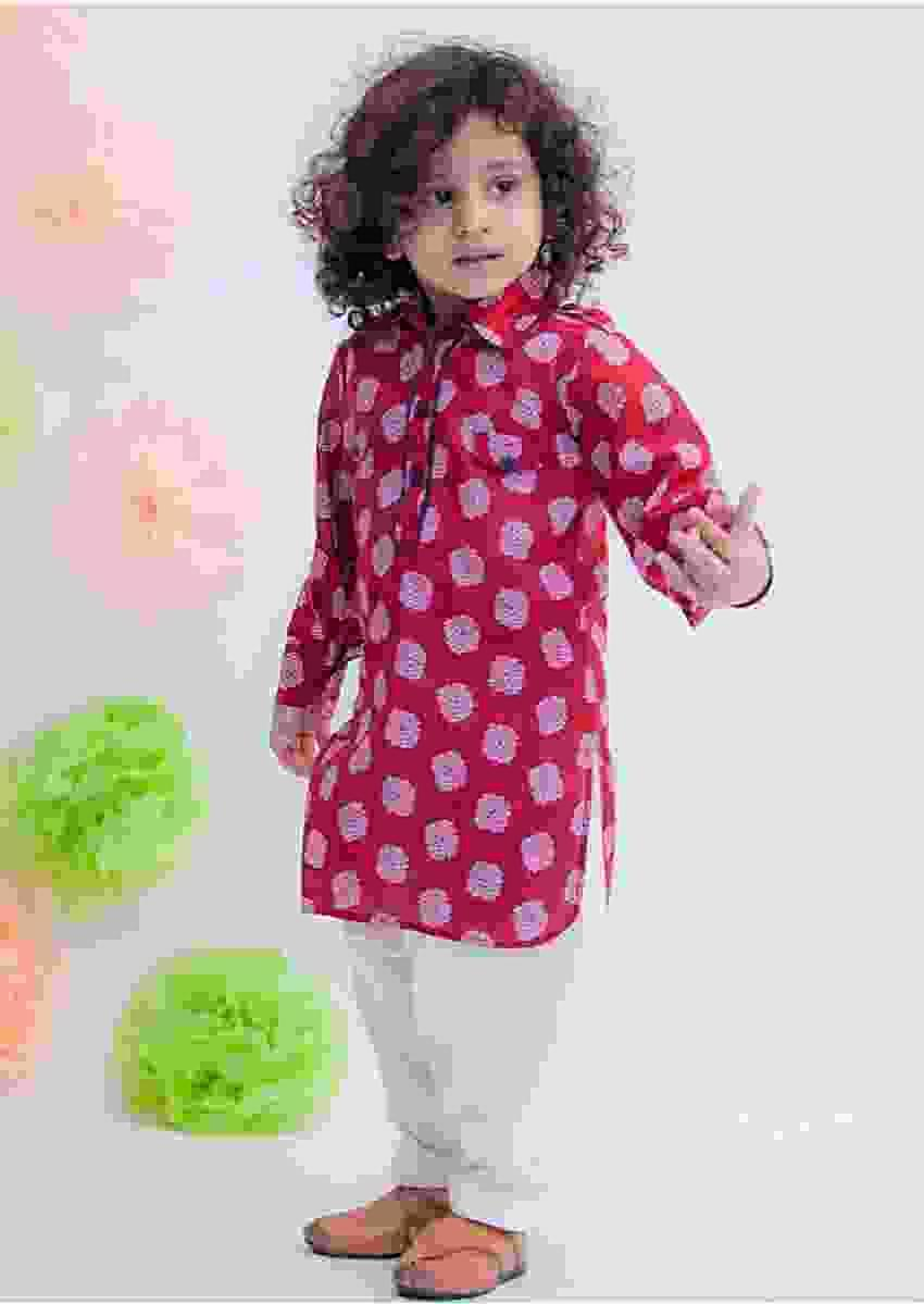 Maroon Kurta With Butti Print And White Salwar Bottoms By Fayon Kids