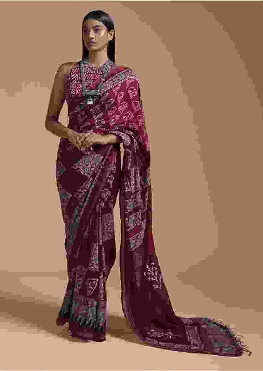 Maroon Saree In Cotton With Batik Printed Buttis And Applique Work On The Pallu Online - Kalki Fashion
