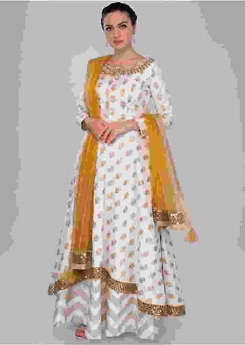 Off white jacquard silk skirt with A line suit in butti