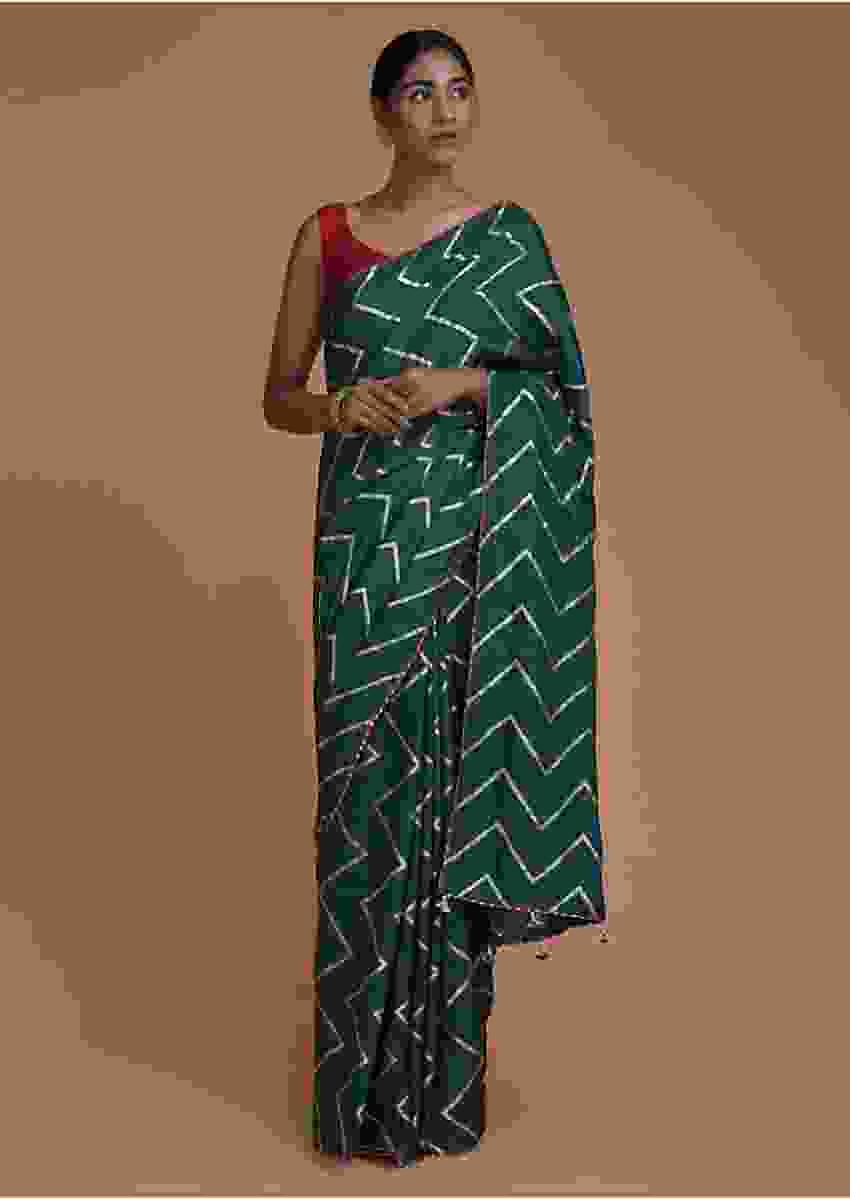 Pine Green Saree In Cotton Silk With Weaved Chevron Pattern All Over Online - Kalki Fashion