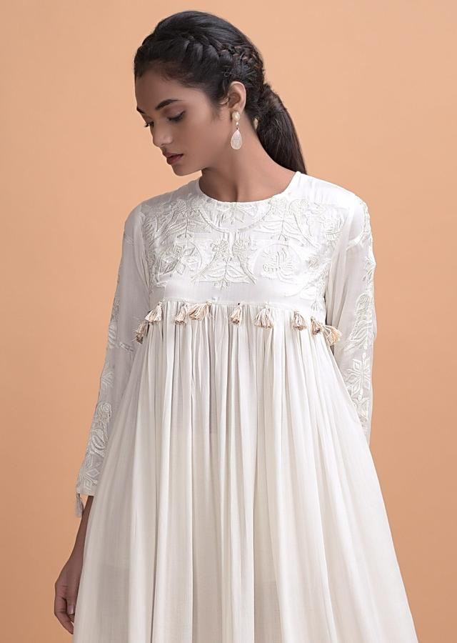 Daisy White Long Kurti With A Flared Silhouette And Thread Work Online - Kalki Fashion