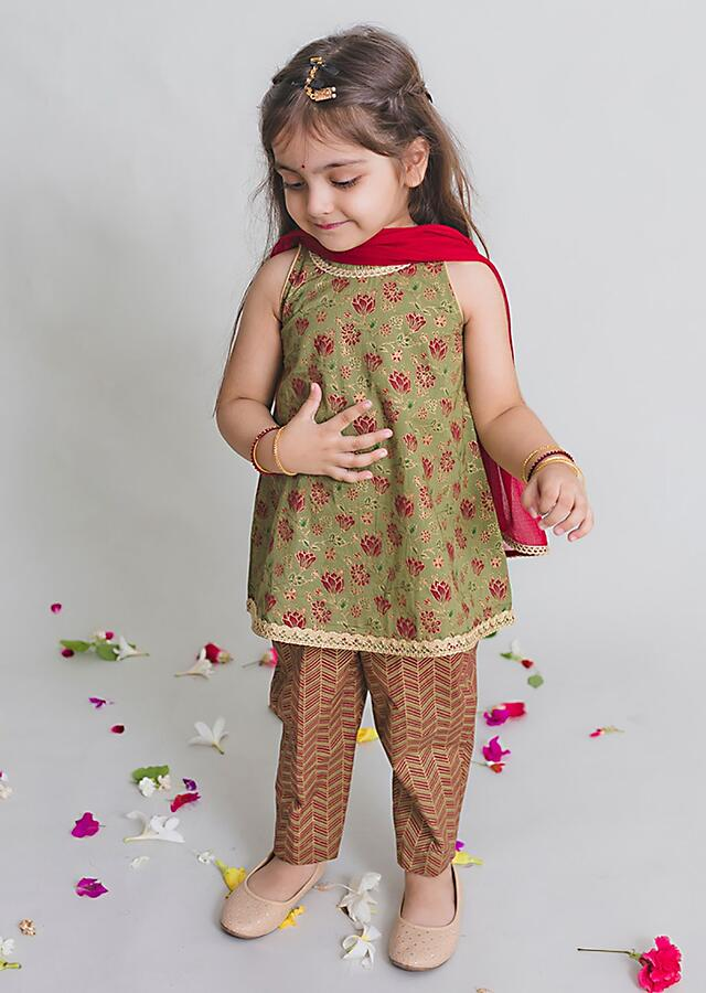 Dark Green Suit Set In Cotton With Printed Floral Jaal And Lace Work By Tiber Taber