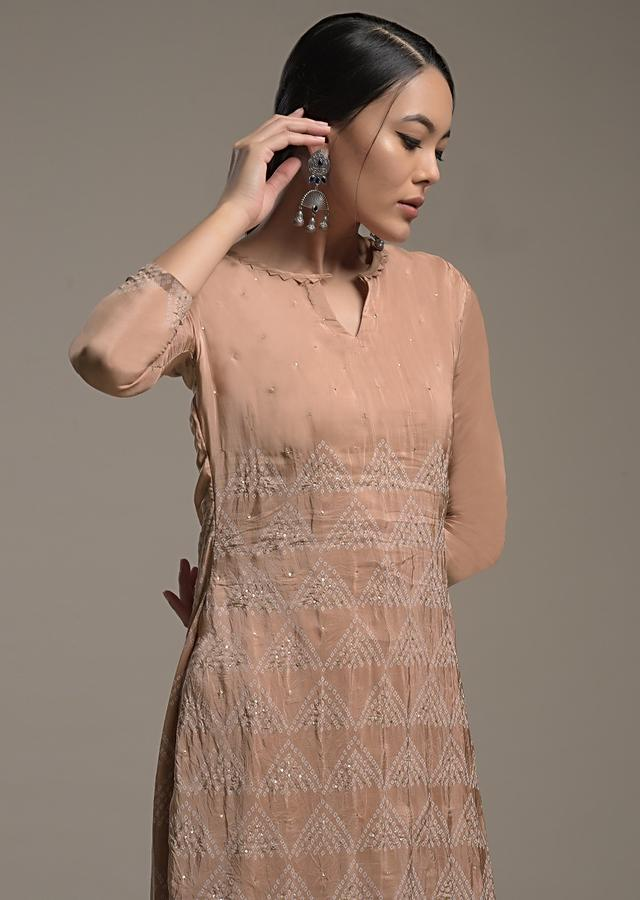 Dusty Peach Straight Cut Suit In Crushed Crepe With Bandhani Print And Sequin Accents Online - Kalki Fashion