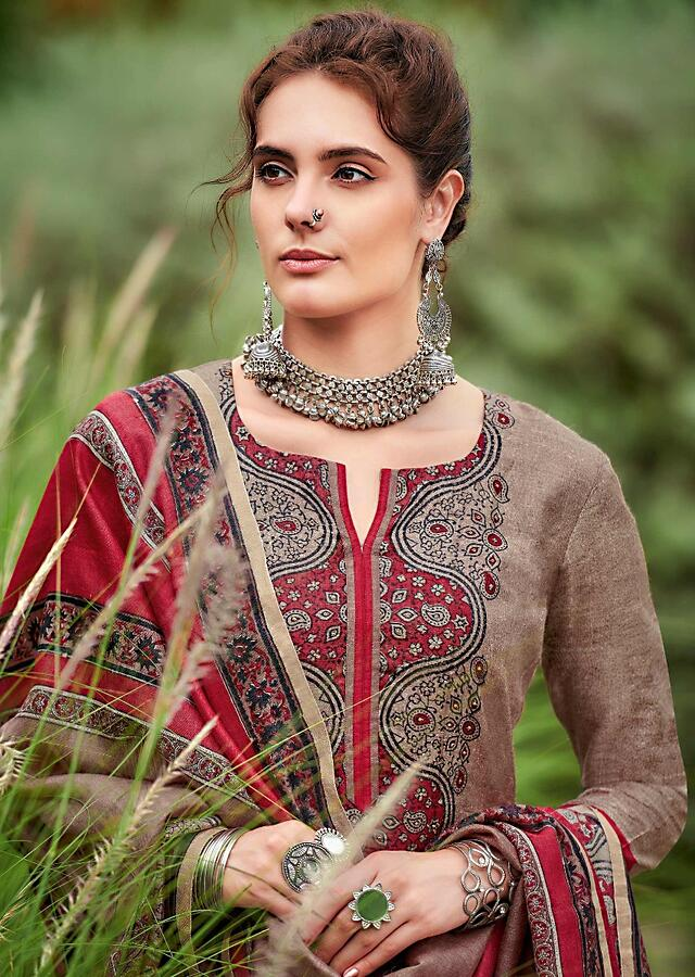 Elephant Grey Straight Cut Suit In Tussar Silk With Block Print In Moroccan Motifs Online - Kalki Fashion