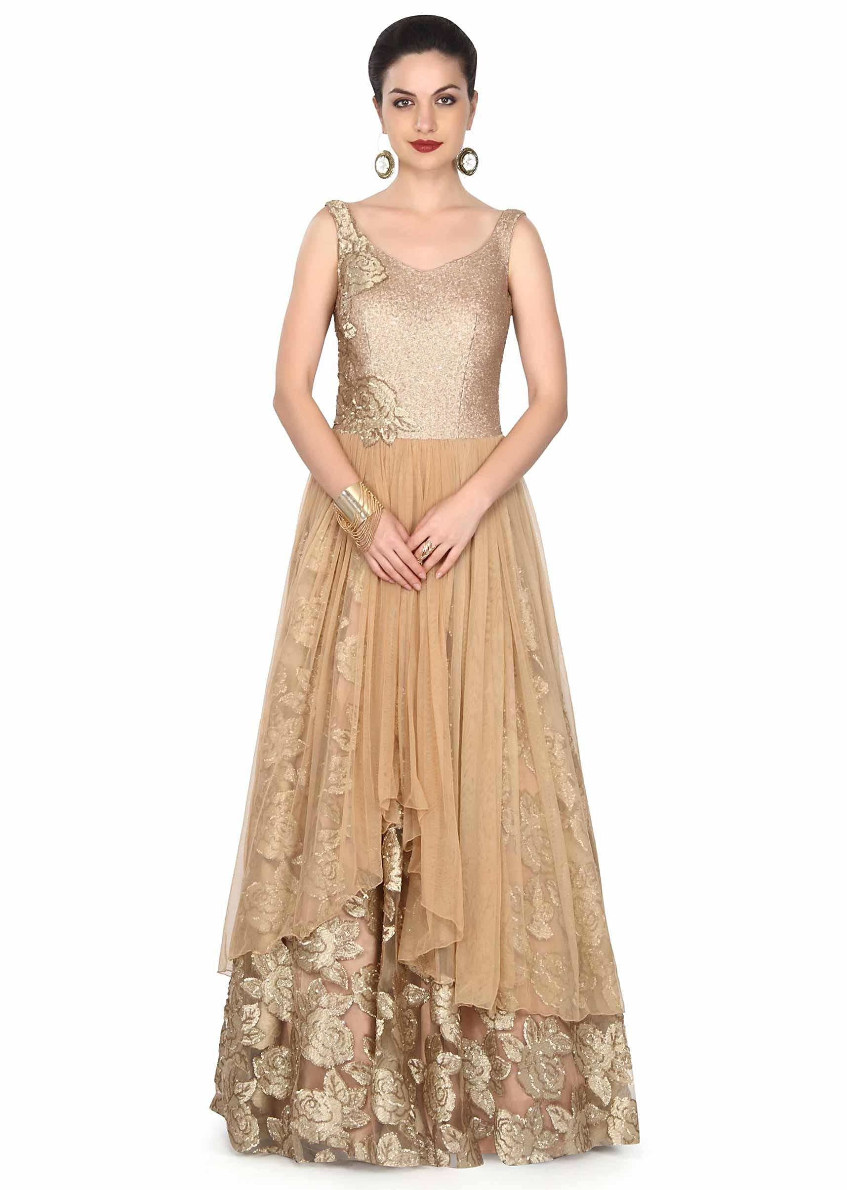 Gold gown adorn in sequin in rose motif