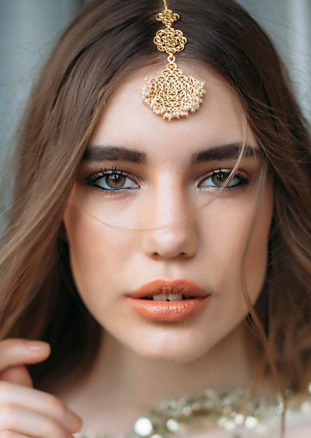 Gold Plated Maang Tika With Delicate Filigree Design And Pearls By Zariin