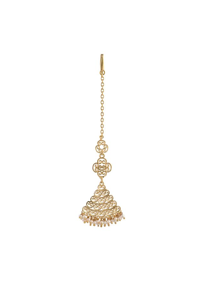 Gold Plated Maang Tika Edged In Pearls With Intricate Filigree Design By Zariin