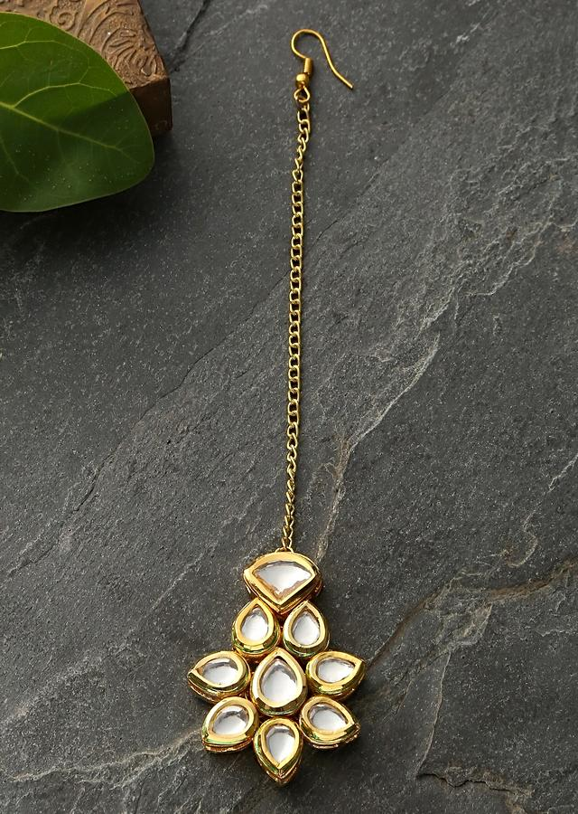 Gold Plated Mang Tika With Delicate Kundan Work In Floral Motif By Paisley Pop