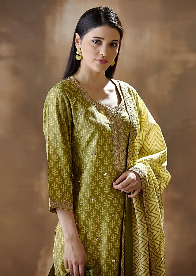 Green Straight Cut Suit In Silk With Print And Embroidered Neckline Online - Kalki Fashion