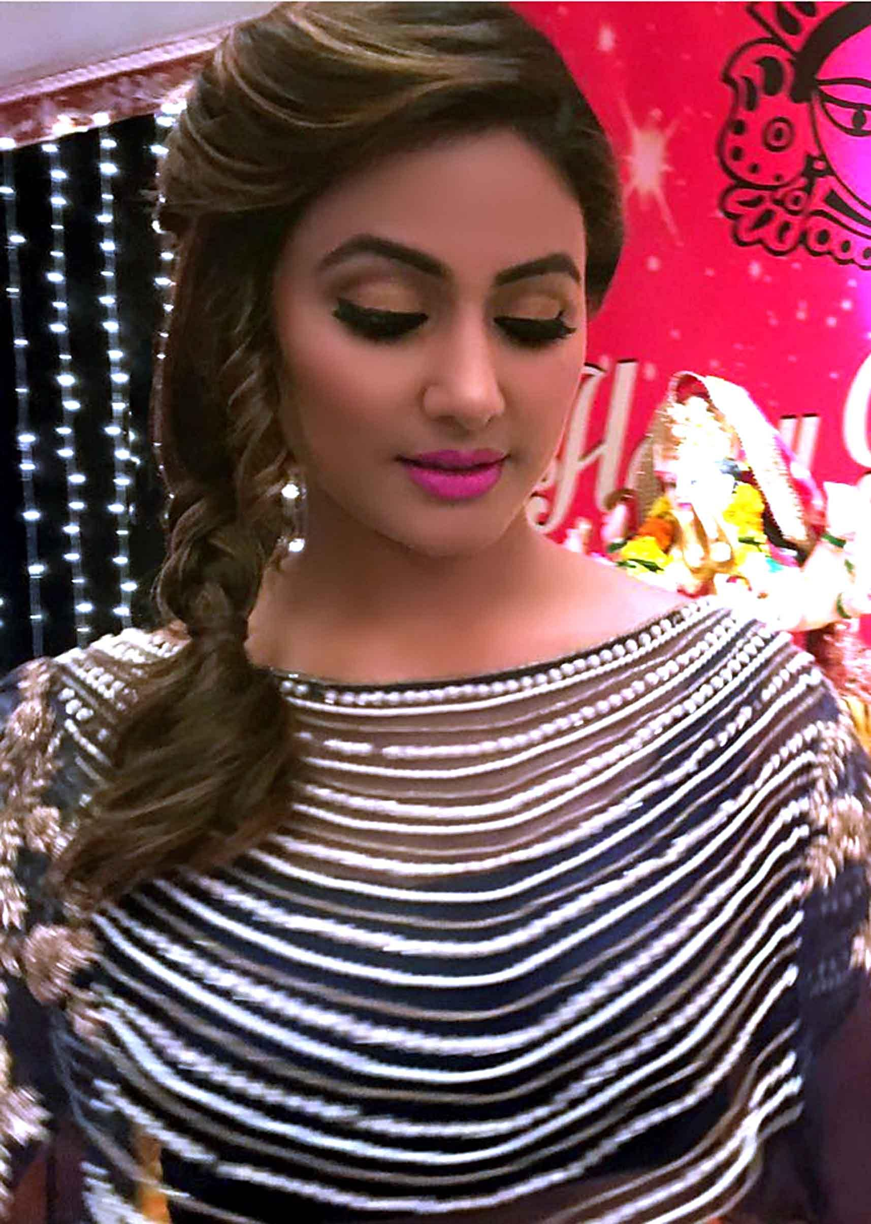 Hina Khan In Grey Lehenga With Fancy Embroidered Cape