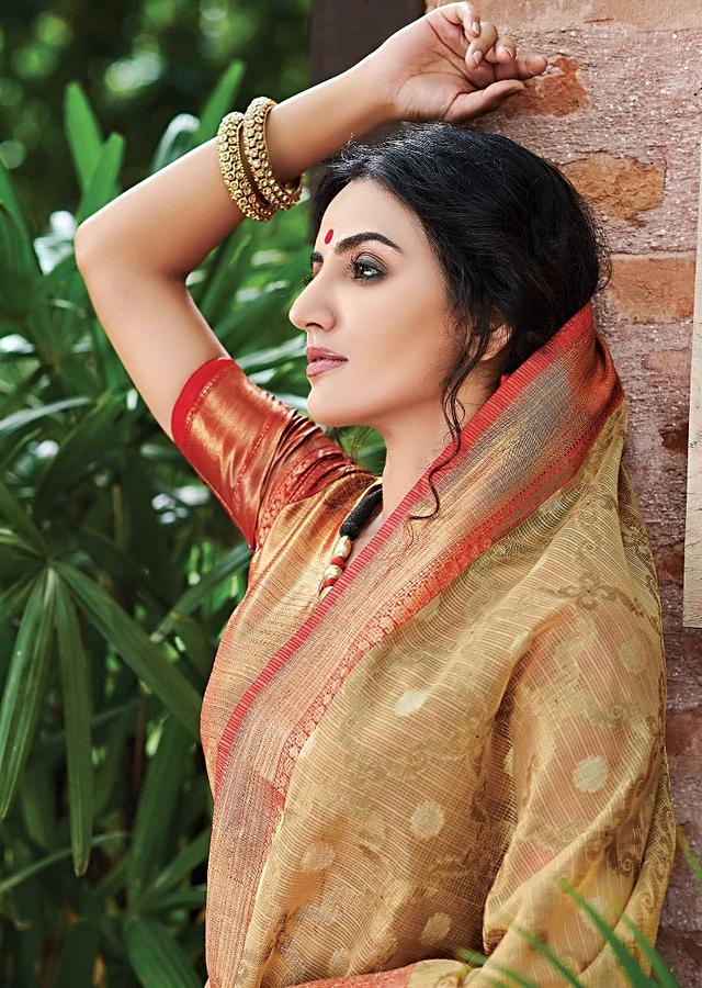 Latte Beige Banarasi Saree In Jacquard Silk With Weaved Moroccan Jaal And Coral Border Online - Kalki Fashion