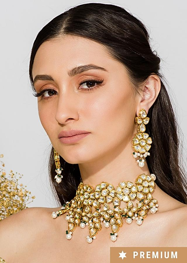 Gold Plated Choker With Modern Floral Design Incorporated In Kundan And Pearls By Prerto