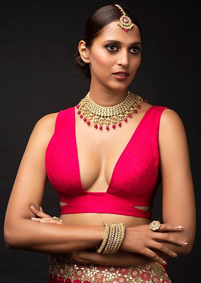 Magenta Sleeveless Blouse In Raw Silk With A Plunging Trapeze Neckline Online - Kalki Fashion