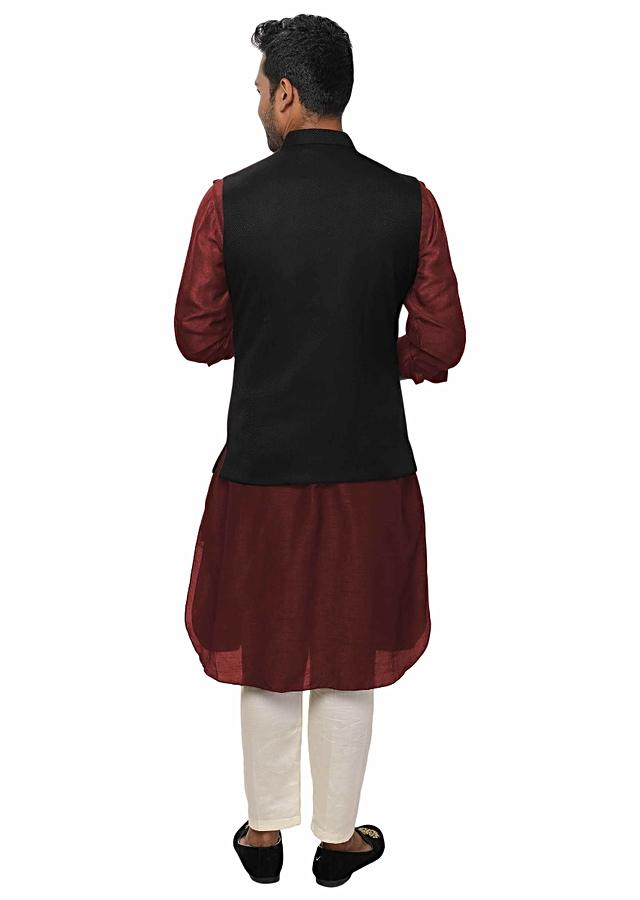 Maroon Kurta Set Paired With A Black Double Breasted Jacket Online - Kalki Fashion