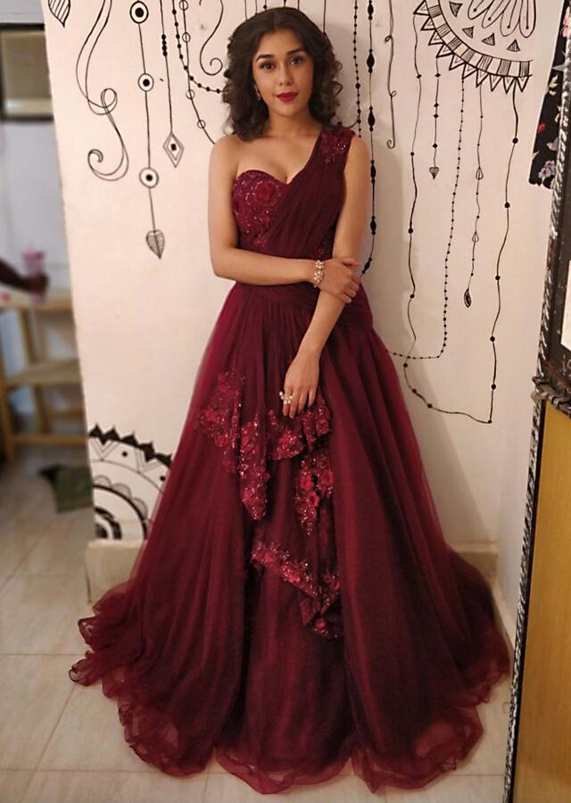 Eisha Singh In Kalki Maroon Net Gown With One Side Shoulder And Bodice In 3 D Flower