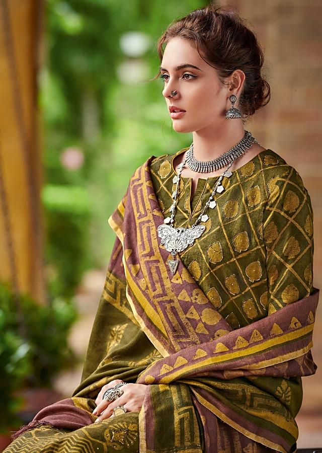 Moss Green Straight Cut Suit In Tussar Silk With Batik Print In Checks And Ethnic Motifs Online - Kalki Fashion