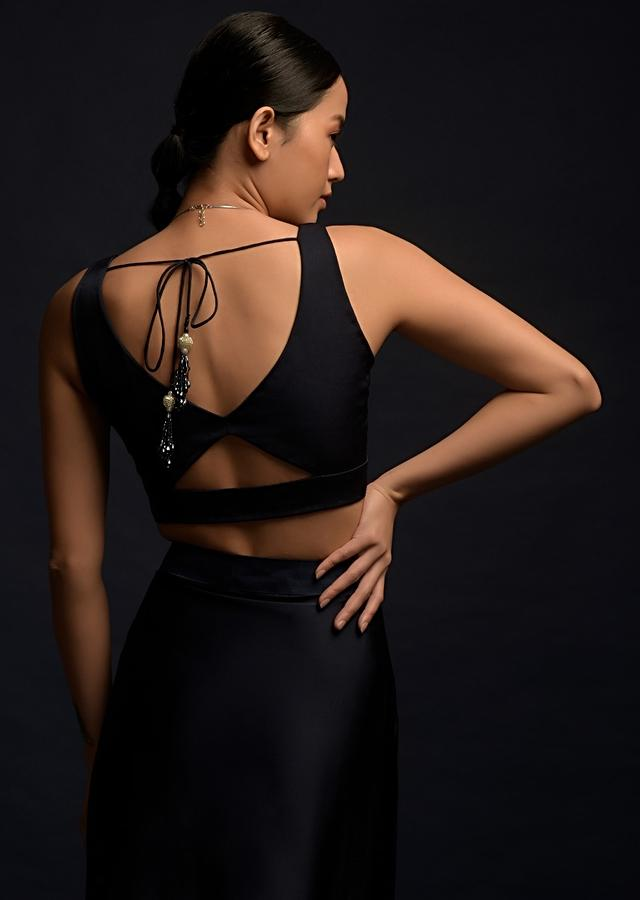 Navy Blue Sleeveless Crop Top In Crepe With Cut Out In The Front And Sweetheart Neckline Online - Kalki Fashion