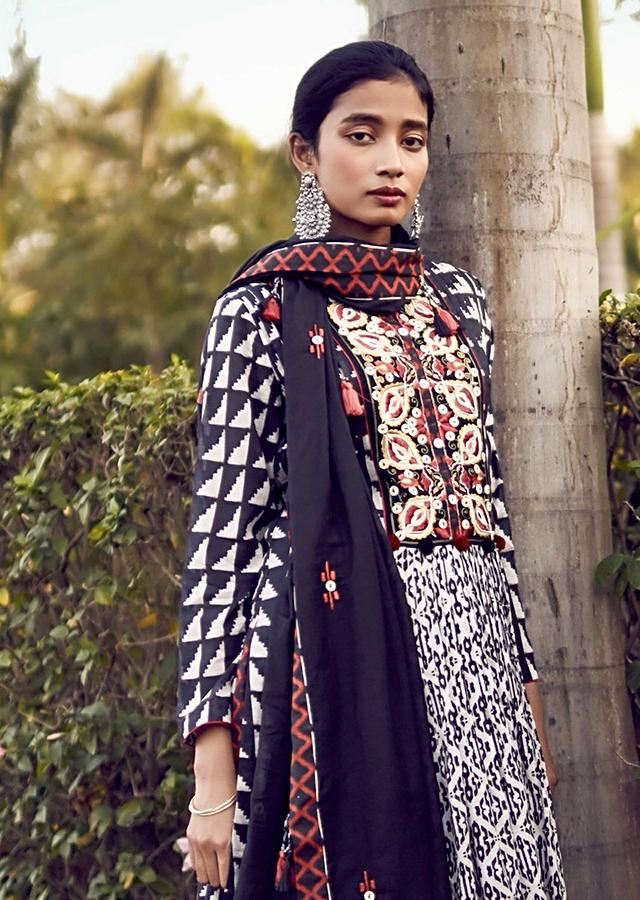 Off White A Line Suit In Cotton With Black Tribal Print With Colorful Resham Flowers On The Yoke Online - Kalki Fashion