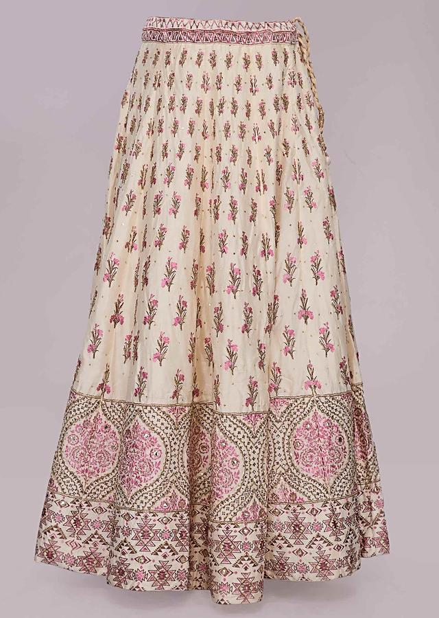 Off White Lehenga In Foil Printed Butti With Pink Net Dupatta Online - Kalki Fashion