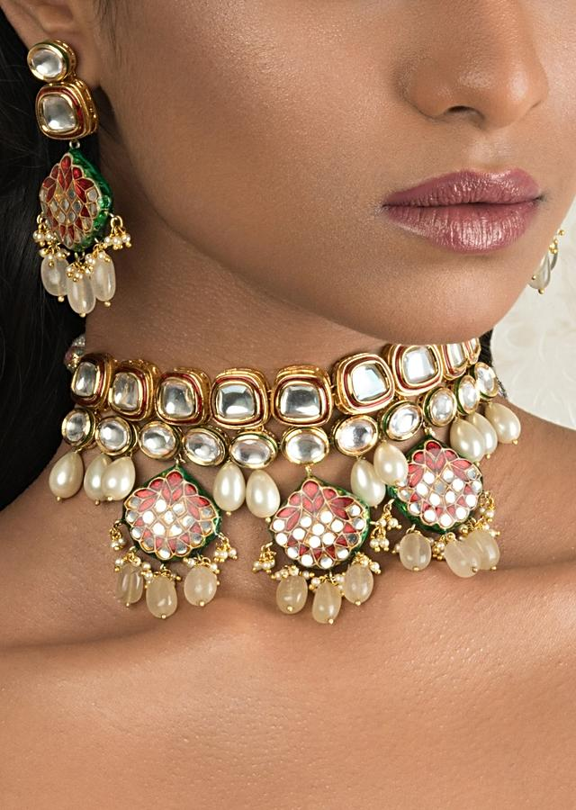 Red And Off White Polki Choker Necklace And Earring Set With Enamel Work Online - Joules By Radhika