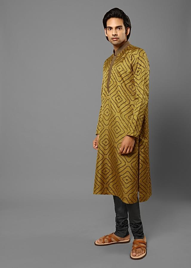 Mustard Kurta Set In Silk With Woven Floral Jaal And Printed Geometric Jaal Online - Kalki Fashion