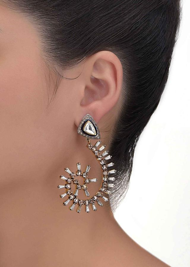 Spiral Shaped Earrings With Bugle Beads, Stones And Kundan Work Online - Kalki Fashion