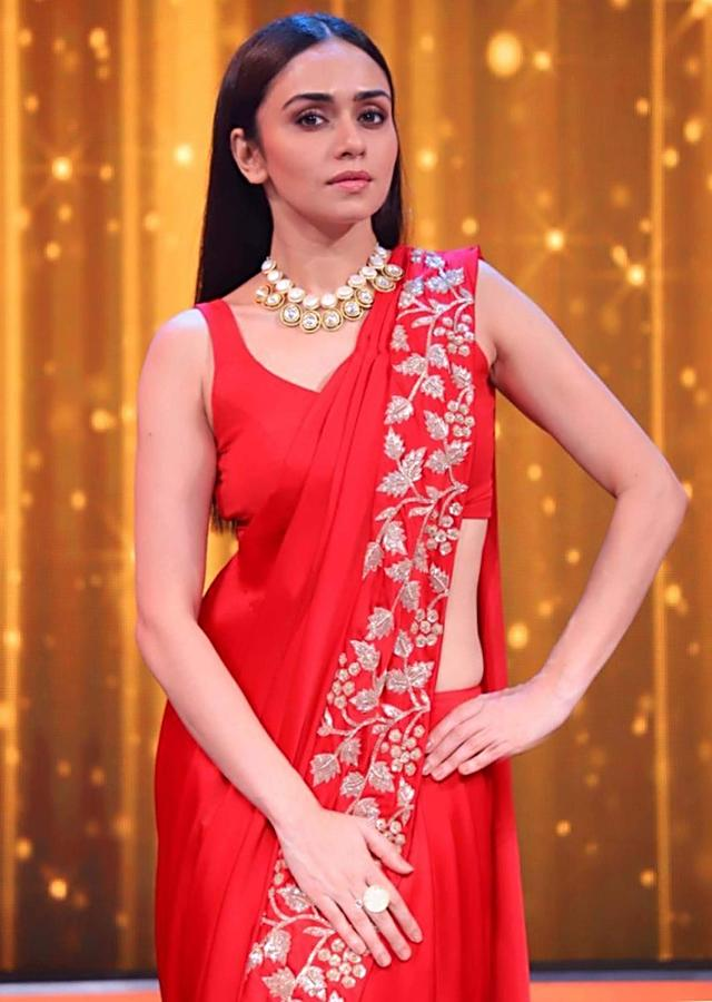 Amruta Khanvilkar In Kalki Red Satin Ready Pleated Saree With Stitched Pleats And Pallo