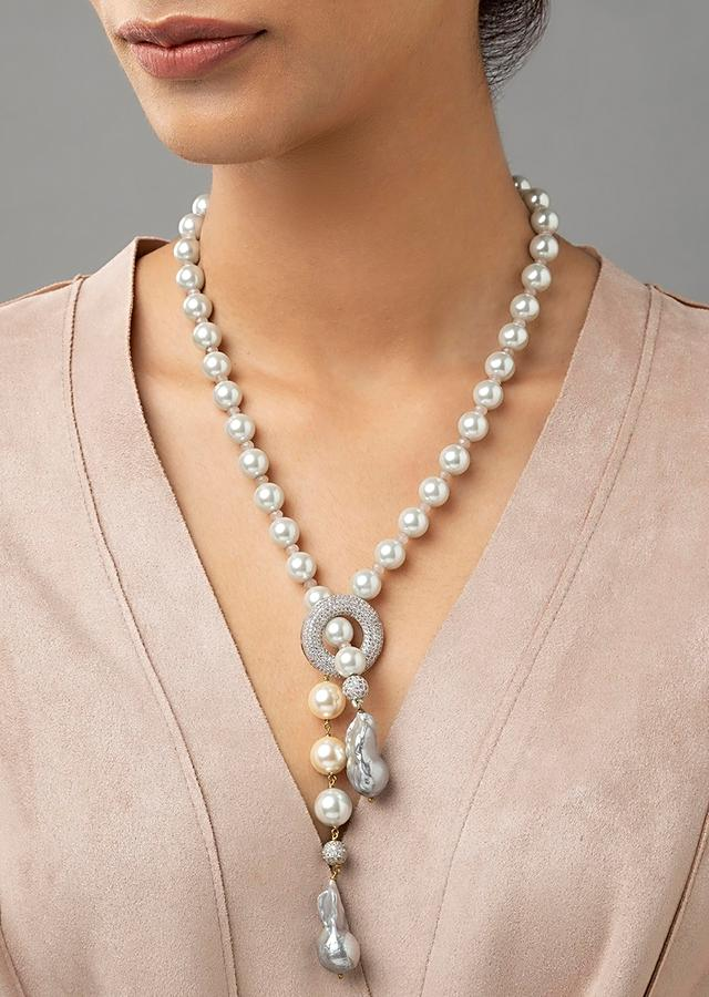 White Necklace With Shell Pearls, Baroque Pearls And Swarovski Studded Highlight Online - Joules By Radhika
