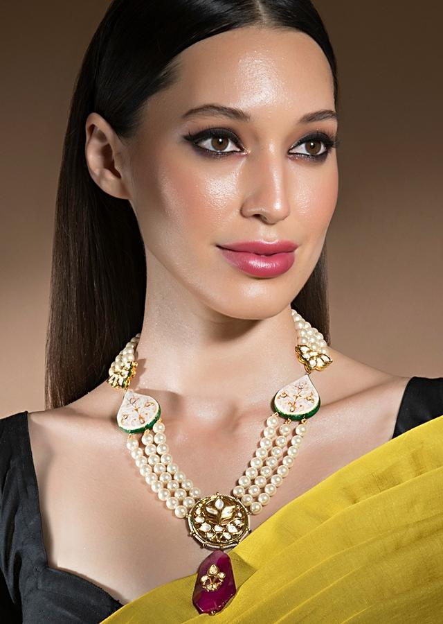 White Shell Pearl Necklace With Red Agates, Kundan Studded Floral Pendant And Minakari Work Online - Joules By Radhika